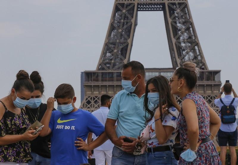 Κοροναϊός: Υποχρεωτική πλέον η μάσκα στα πολυσύχναστα μέρη στο Παρίσι