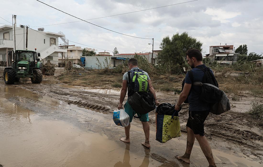 Εικόνες χάους στην Εύβοια – Δείτε τις φωτογραφίες από τις τεράστιες καταστροφές