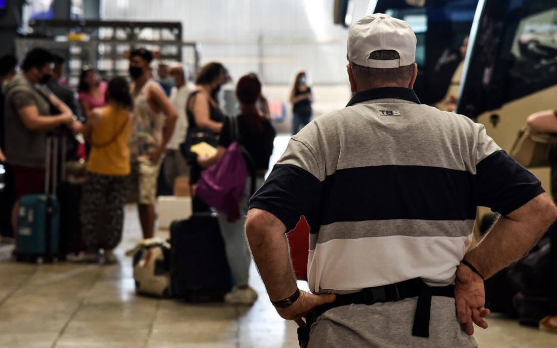 Κοροναϊός: «Είμαστε στο δεύτερο κύμα της πανδημίας» δηλώνουν οι καθηγητές Σύψας και Λινού
