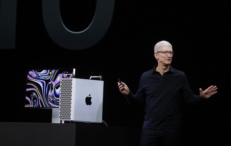 Το αφεντικό της Apple έγινε δισεκατομμυριούχος