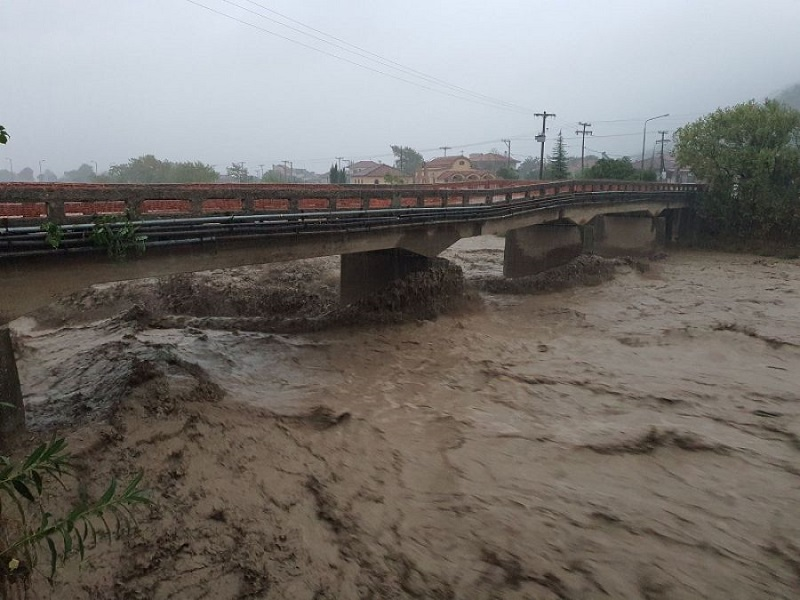 Φόβοι για αγνοούμενο στην Καρδίτσα – Έπεσε με το αυτοκίνητό του από γέφυρα