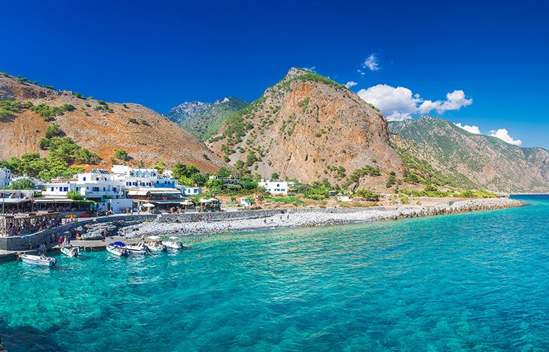 Το ελληνικό χωριό που φθάνεις διασχίζοντας το μεγαλύτερο φαράγγι