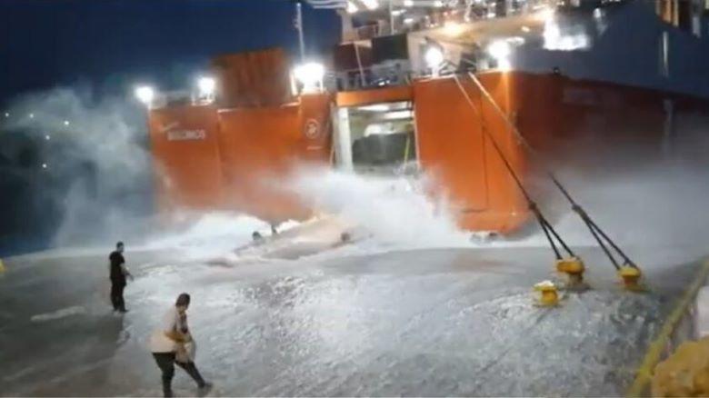 Το εντυπωσιακό βίντεο από τη μάχη του «Διονύσιος Σολωμός» να δέσει στη Σίκινο