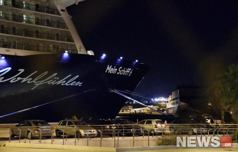 Στον Πειραιά το «Mein Schiff 6» - Κλιμάκιο του ΕΟΔΥ στο κρουαζιερόπλοιο