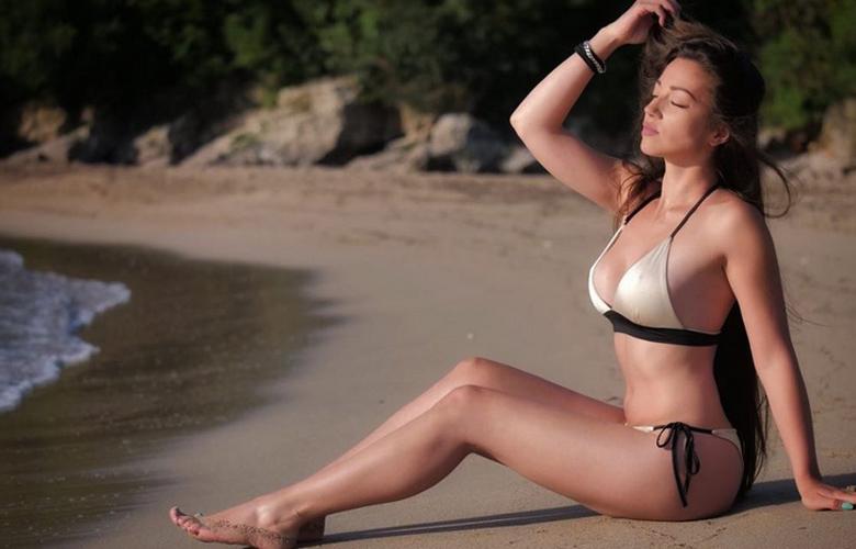 Η σέξι blogger με τις πλούσιες καμπύλες