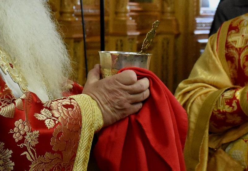 Εξώδικο στη Μητρόπολη Ναυπάκτου για την άρνηση ιερέα να κοινωνήσει 8χρονη