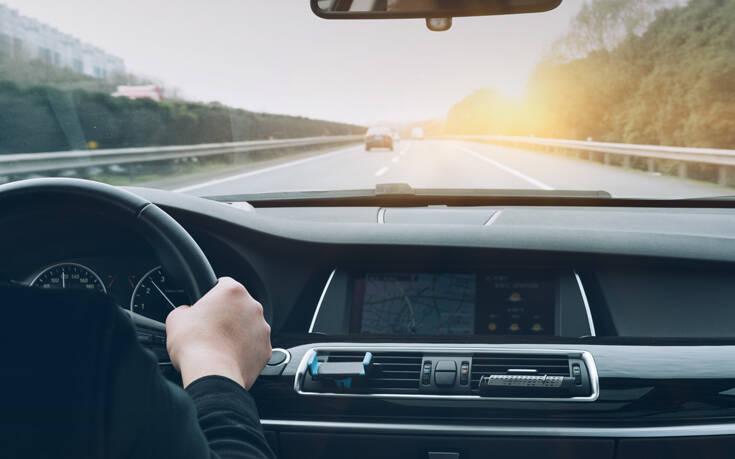 Ποιος είναι ο νόμος για τα φλας στο αυτοκίνητο που μάλλον δεν ξέρεις