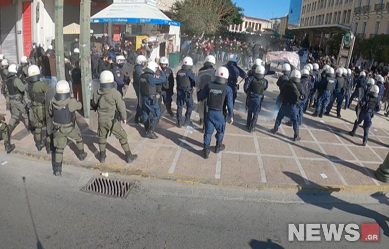 Ένταση και χημικά στο φοιτητικό συλλαλητήριο -Δείτε εικόνες