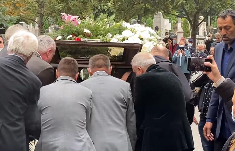 Ομπράντοβιτς, Ντανίλοβιτς, Ράτζα και Πάσπαλι κουβαλούν το φέρετρο του Ντούντα – News.gr