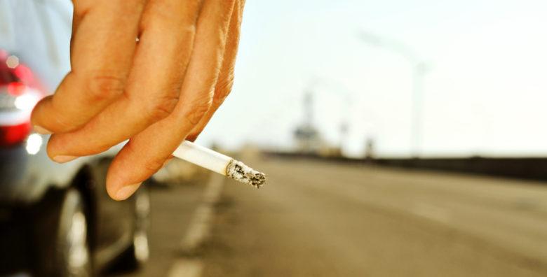 Λάρισα: Άγριος καβγάς νεαρών για μια… γόπα τσιγάρου
