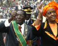 Στους δρόμους για την πτώση του Μουγκάμπε που κυβερνούσε 37 χρόνια