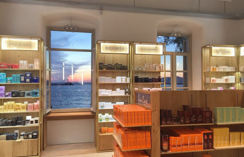 005a36da77 Νέο μπουτίκ Hondos Center κατάστημα στη Χώρα της Μυκόνου - Novasports.gr