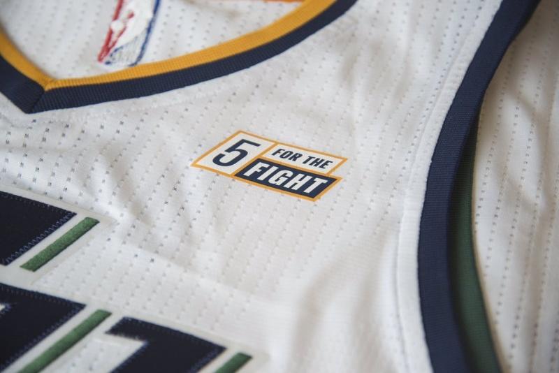 Όμως και η επιλογή των Κλίβελαντ Καβαλίερς έχει έντονη συναισθηματική αξία   οι περσινοί πρωταθλητές του NBA συμφώνησαν με την εταιρεία ελαστικών  Goodyear 45d3849f788