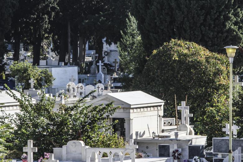 Είχαν αφαιρέσει δεκάδες μπρούτζινα καντήλια από το κοιμητήριο Αγρινίου!