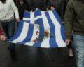 «Έφυγε» η σημαία του Πολυτεχνείου - Ξεκινά η μεγάλη πορεία