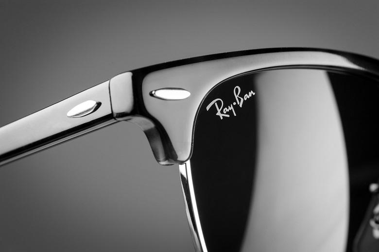 b0d40ec5fe Τα Aviator της Ray-Ban ήταν τα πρώτα γυαλιά ηλίου με αντιθαμβωτικούς φακούς.  Ενώ ο μεταλλικός σκελετός ήταν εξαιρετικά ανθεκτικός