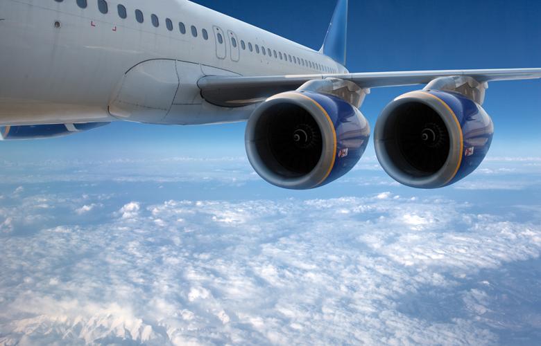 Κοροναϊός: Αεροπορικές εταιρείες απαγορεύουν τα ζεστά γεύματα, τις κουβέρτες και τα περιοδικά εν πτήσει