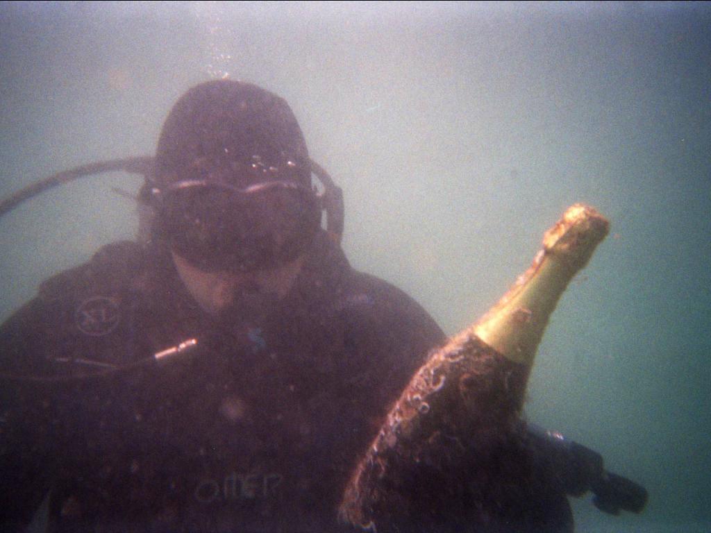 """Το πιο εντυπωσιακό οινοποιείο στον κόσμο! Το κρασί """"ωριμάζει"""" για 2 χρόνια...κάτω από τη θάλασσα!"""